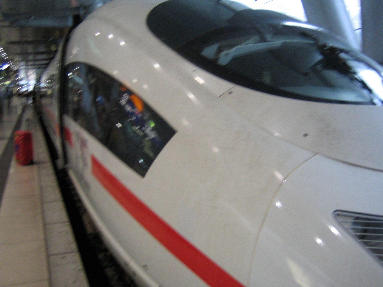 Schnellzug mit 320 km/h (Blitz, Schall, Echo)