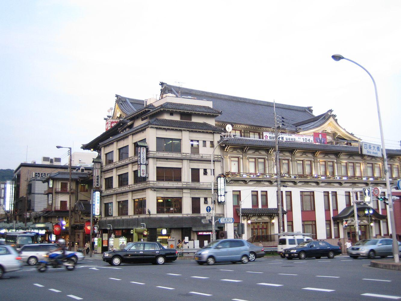 mehrstöckiges Café nähe Kyoto