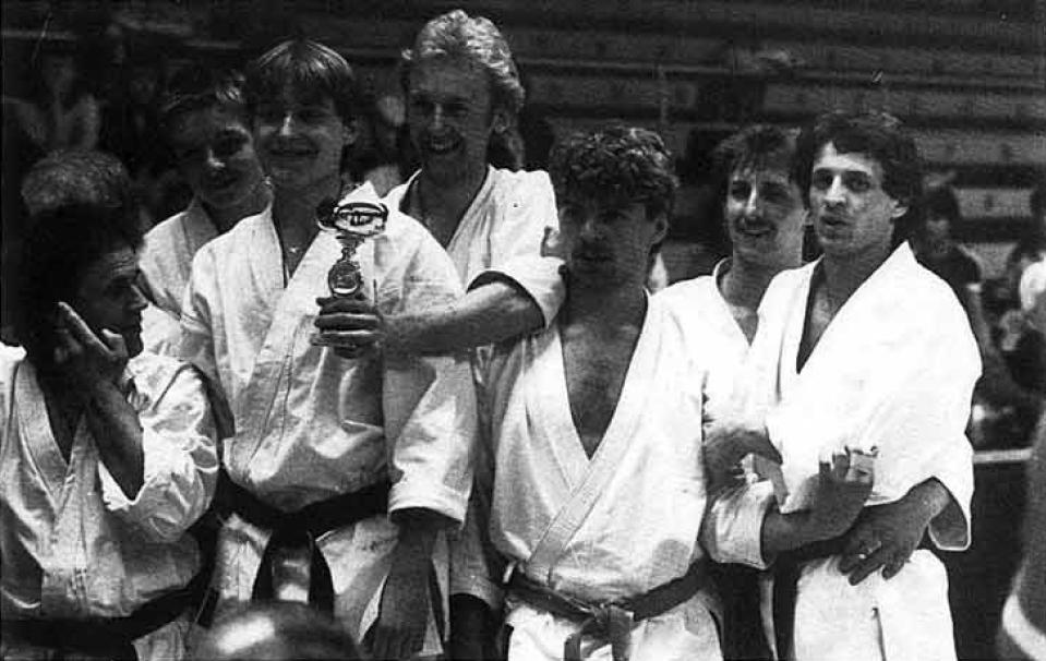 Dieter Ebner  (ganz rechts) erreichte mit der Kata-Mannschaft einen hervorragenden 3. Platz.